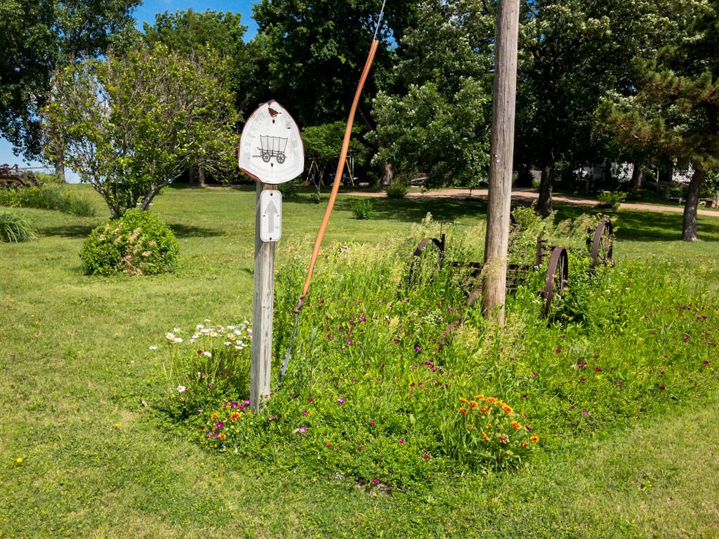 Old-Oregon-trail-sign