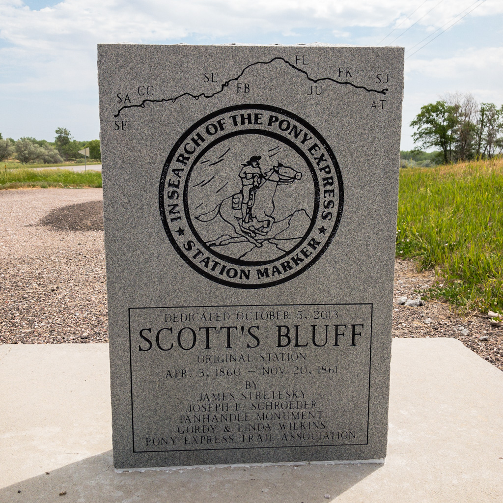 Scotts-bluff-station-monument-front